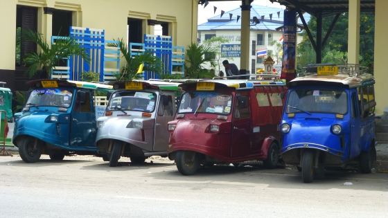 Ayutthaya's tuk-tuks are different from the classical Thai design thanks to their dome-shaped fronts
