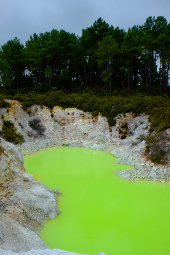 This is NOT photoshopped, the lake is called devil's bath and we doubt we'd like to take a bath in there.